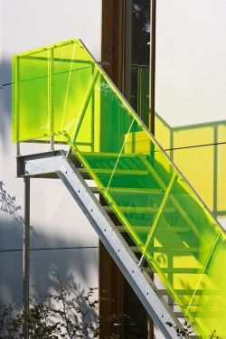 Escalier Plexiglas Jaune Bardage Et Garde Corps Architecture Architecte Escalier