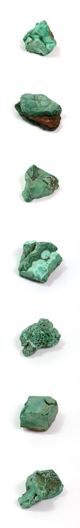 Malachit ist ein Halbedelstein, der zu künstlerischen Zwecken zermahlen und pulverisiert wird. Je nach Kornfeinheit und Ausmahlungsgrad kann der Farbton ziemlich schwanken. Je gröber die Körnung, umso feuriger die Nuance. Somit liegt der Farbton etwa zwischen dem eines leicht graustichigen Chromoxidgrün feurig und einer farbintensiven kalten Veroneser grünen Erde.