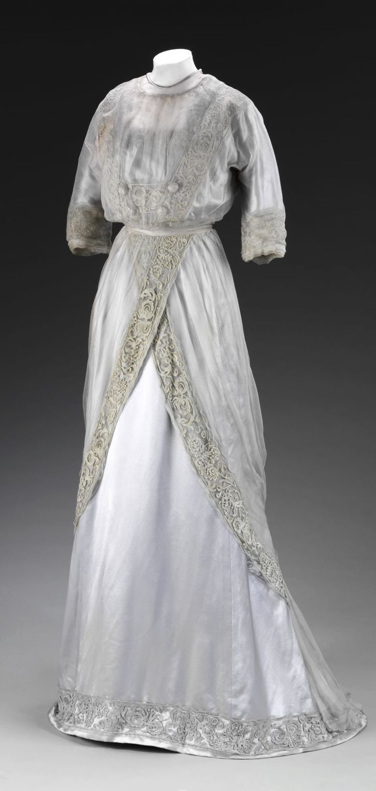 Dress Made By Pickett London C 1909 Victoria And Albert Museum London V A This Delicate Evening Gown Of Fashion Historical Dresses Edwardian Clothing