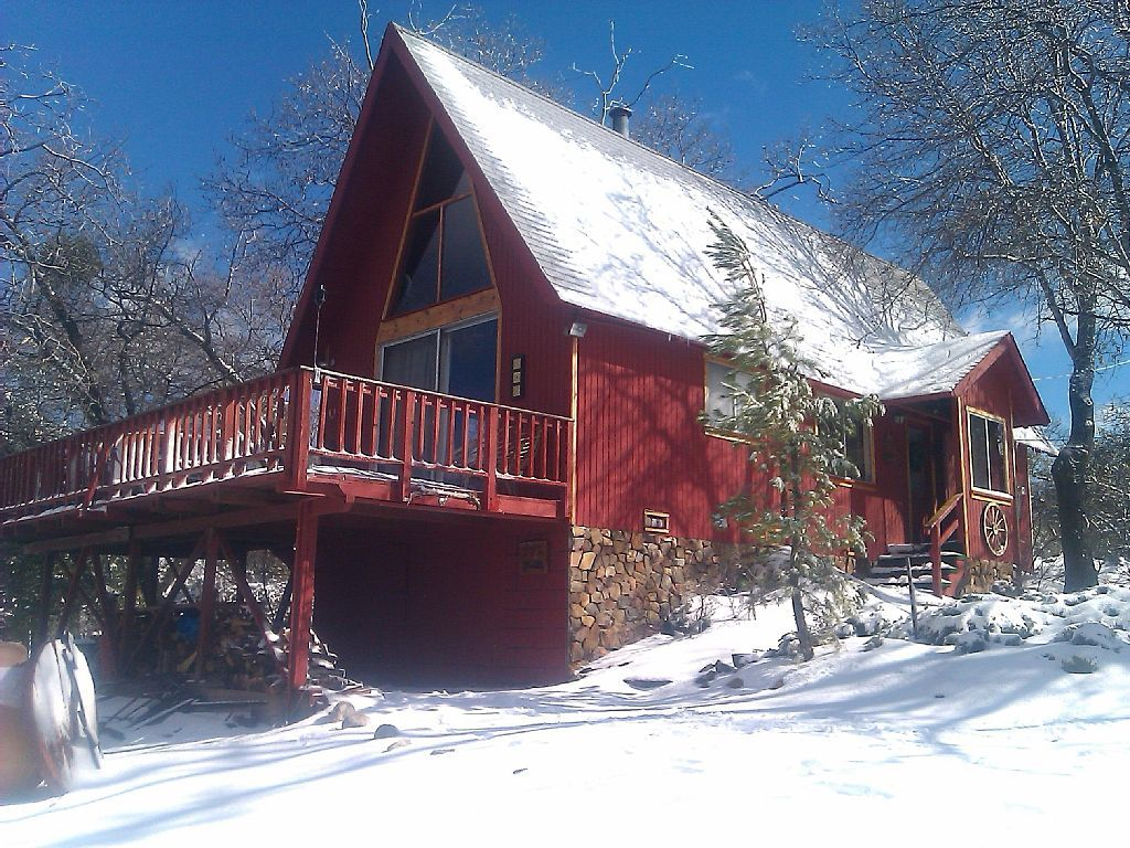 Julian Vacation Rentals Alpine Mountain Lodge From 175 00 Per Night Up To 6 Guests Pet Friendly Www Julianvacationre With Images Cabin Rentals Vacation Vacation Rental