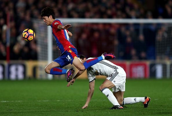 Chungyong Lee of Crystal Palace and Matteo Darmian of Manchester United compete for the ball during the Premier League match between Crystal Palace...