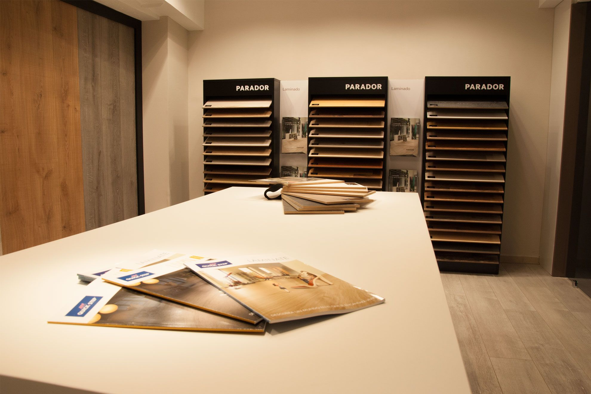 Hermosa Salas De Exposición De Diseño De Cocina Chicago Adorno ...