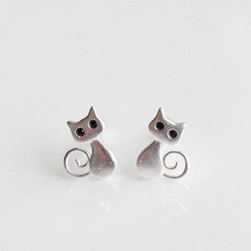 Le chouchou de ma boutique https://www.etsy.com/ca-fr/listing/458309680/petits-chats-boucles-doreilles-chatons