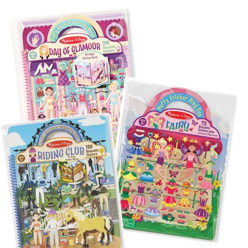 Heftet inneholder scener hvor man kan sette figurene og heretter kle dem så de passer inn i den historien man dikter opp.