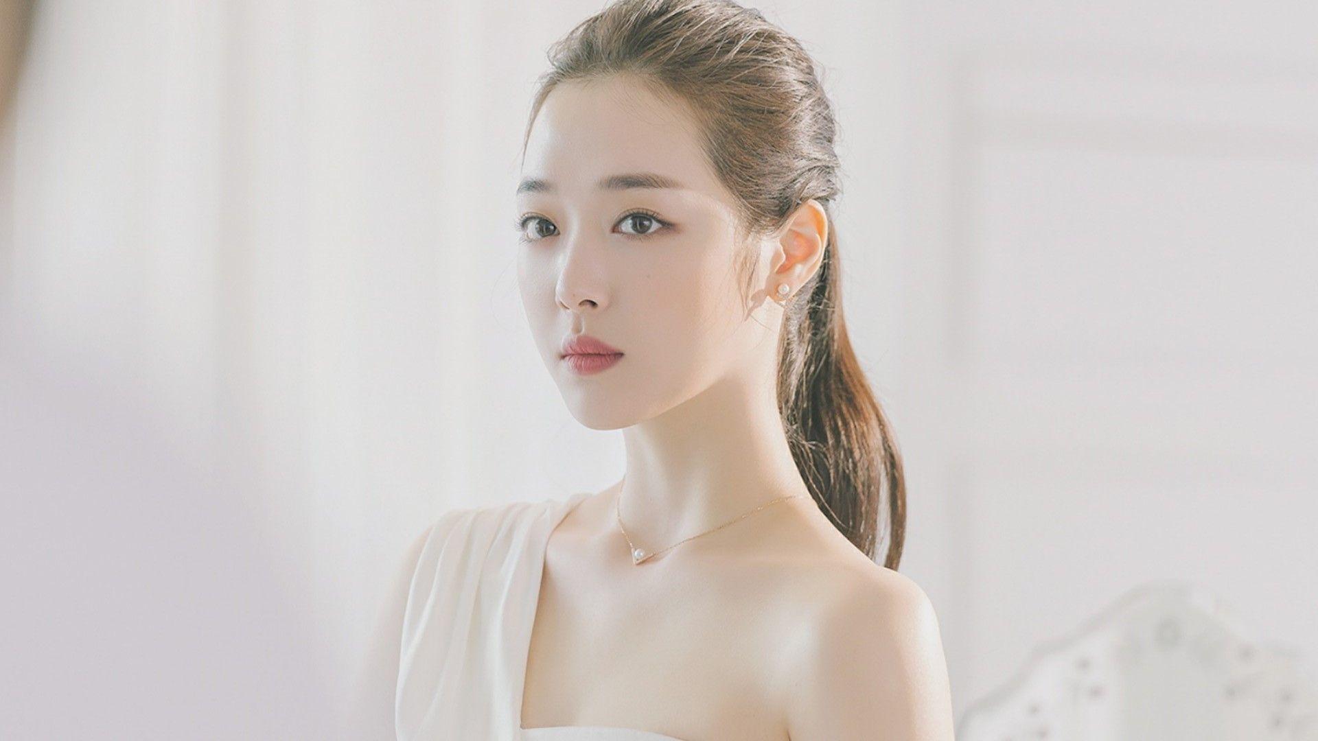 Queen Sulli X Swarovski Bts Op Dies Sulli Documentaries Korean Idol