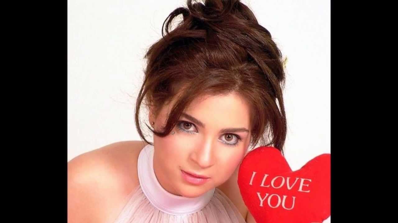 مي عز الدين 19 يناير 1980 ممثلة مصرية ولدت بأبو ظبي في الإمارات وعاشت حياتها بعد ذلك في الأسكندرية وهي حاصلة على ليسانس الآداب قسم اجتم Love You My Love