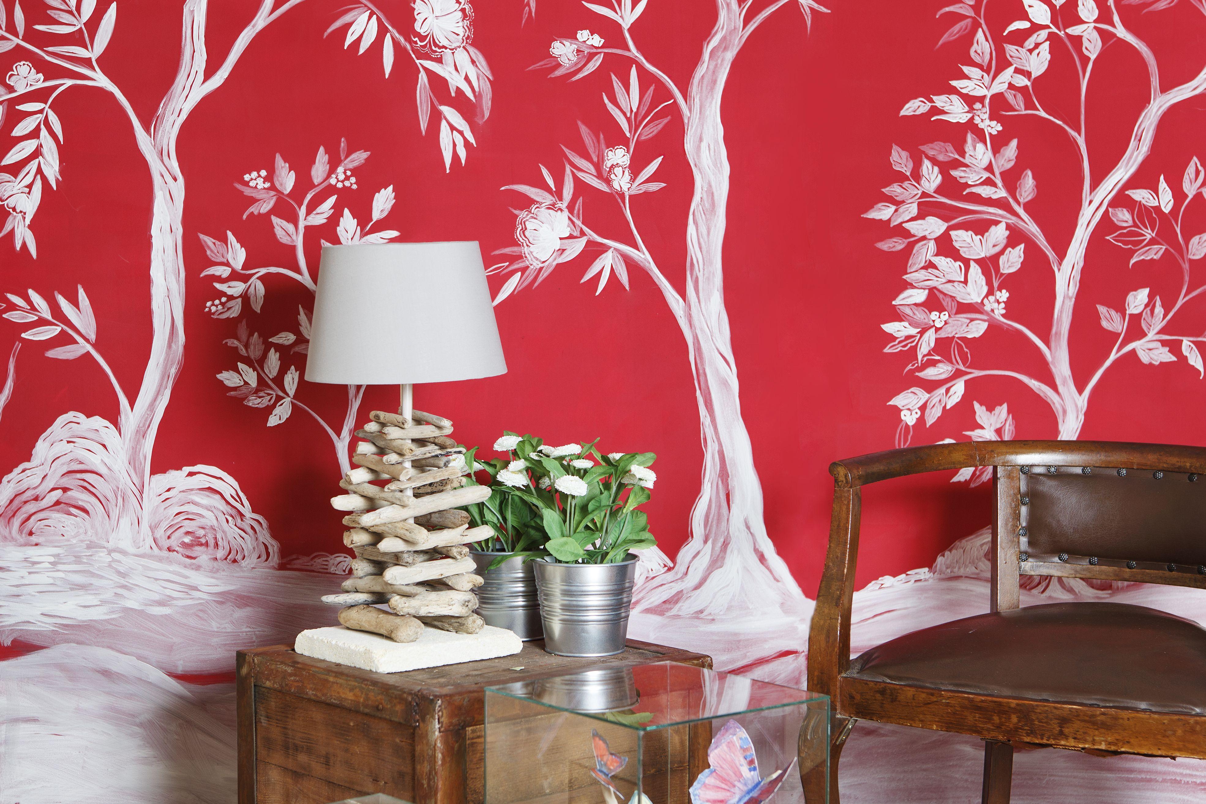 Proposta per decorare una parete! Dipinta a mano su fondo rosso. Arreda e riscalda il vostro salotto... Per maggiori informazioni passa al nostro sito: www.robinartstudio.net