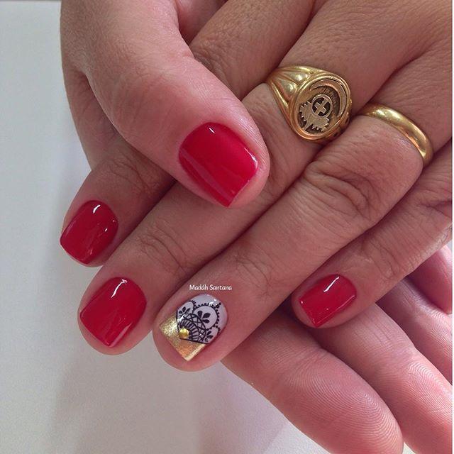 Nails #linda #delicada #filha #única #rendinha #madahsantana #manicure #nailartes #naoéadesivo #tudofeitoamaolivre ❤️