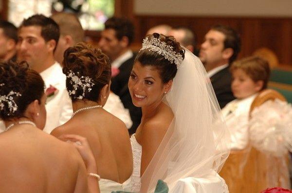 Denise Leli Bridal Headpices Keywords: #weddings #jevelweddingplanning Follow Us: www.jevelweddingplanning.com  www.facebook.com/jevelweddingplanning/