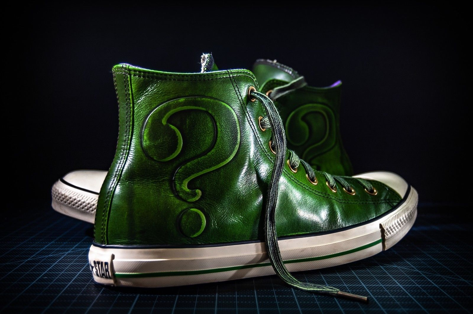 87488a2fbd5b DC Comics x Converse Chuck Taylor All-Star Leather Hi Tops  Riddler  size  10.5