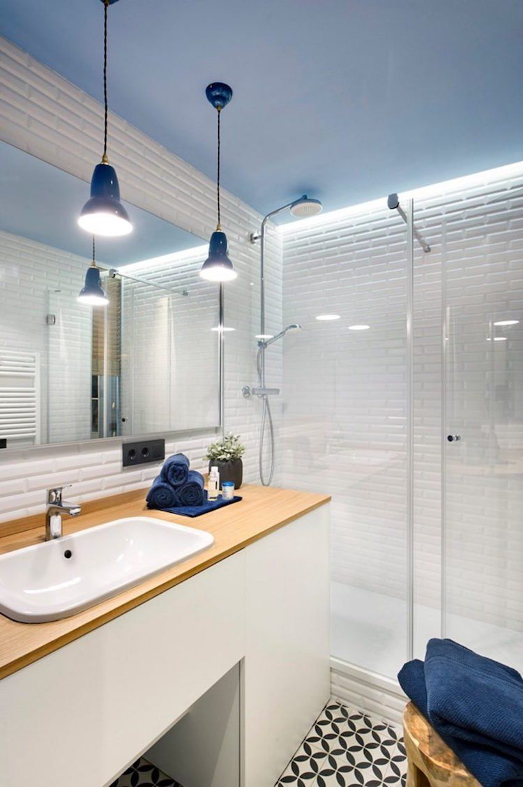 Petite Salle De Bain Moderne Carrelage Style Metro Douche Italienne Eclairage Indirect Bathroom