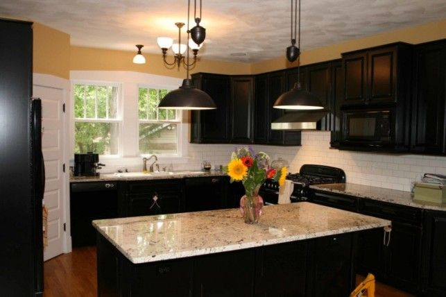 Porcelain kitchen backsplash ideas for dark cabinets for Backsplash ideas with black cabinets