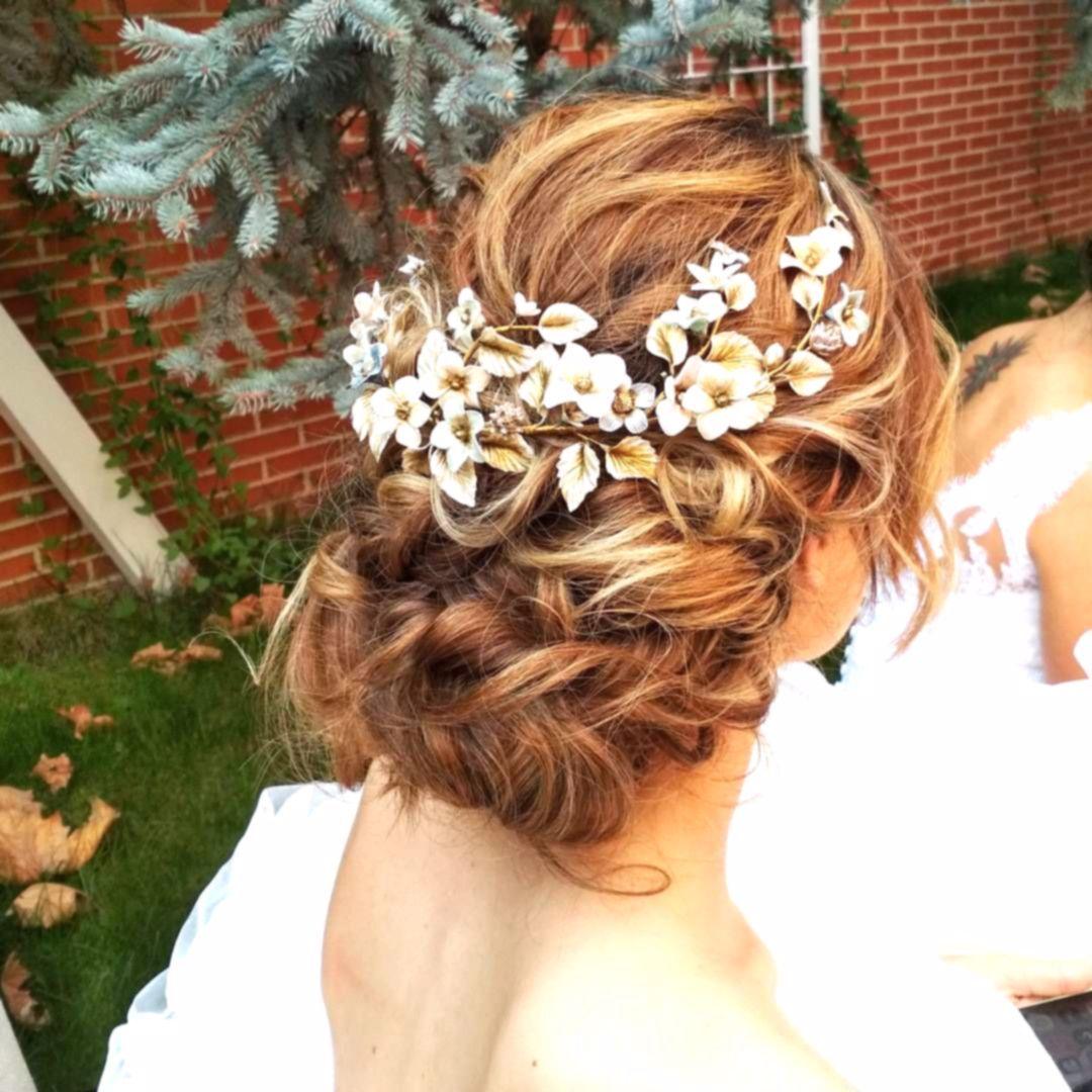 Tocados de flores para novias que florecen de los peinados. #ElTallerdeBagatela …