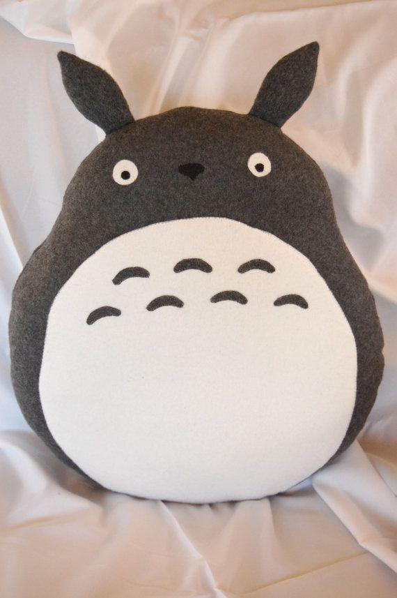 Totoro Pillow/Plush | Manualidades con tela | Pinterest | Kinderkram ...