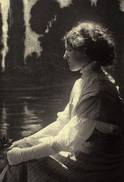 rivesveronique:    Girl Daydreaming Frantisek Drtikol (Bohemia, Príbram, 1883-1961) Czechoslovakia, 1915 Gelatin silver print
