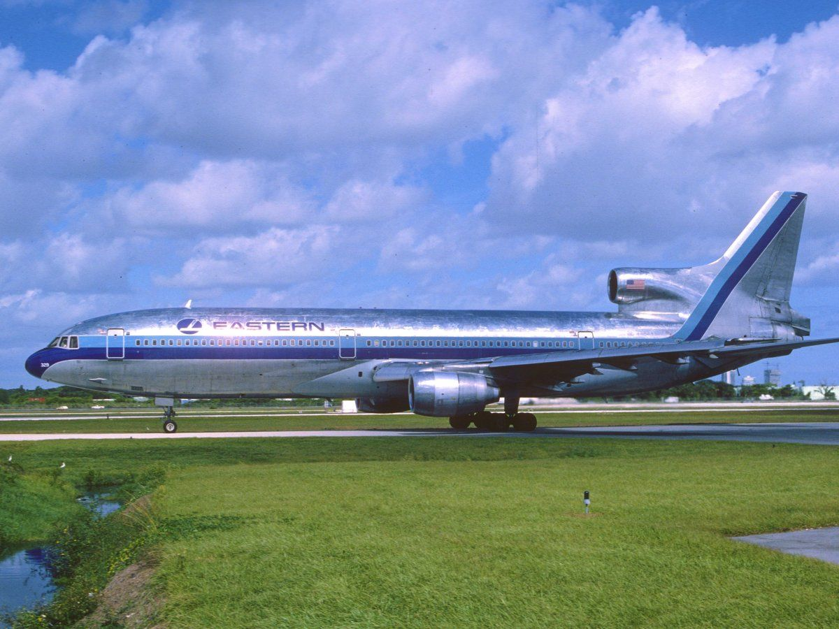 16 Awesome Retro Airplane Paint Jobs That Need To Make A