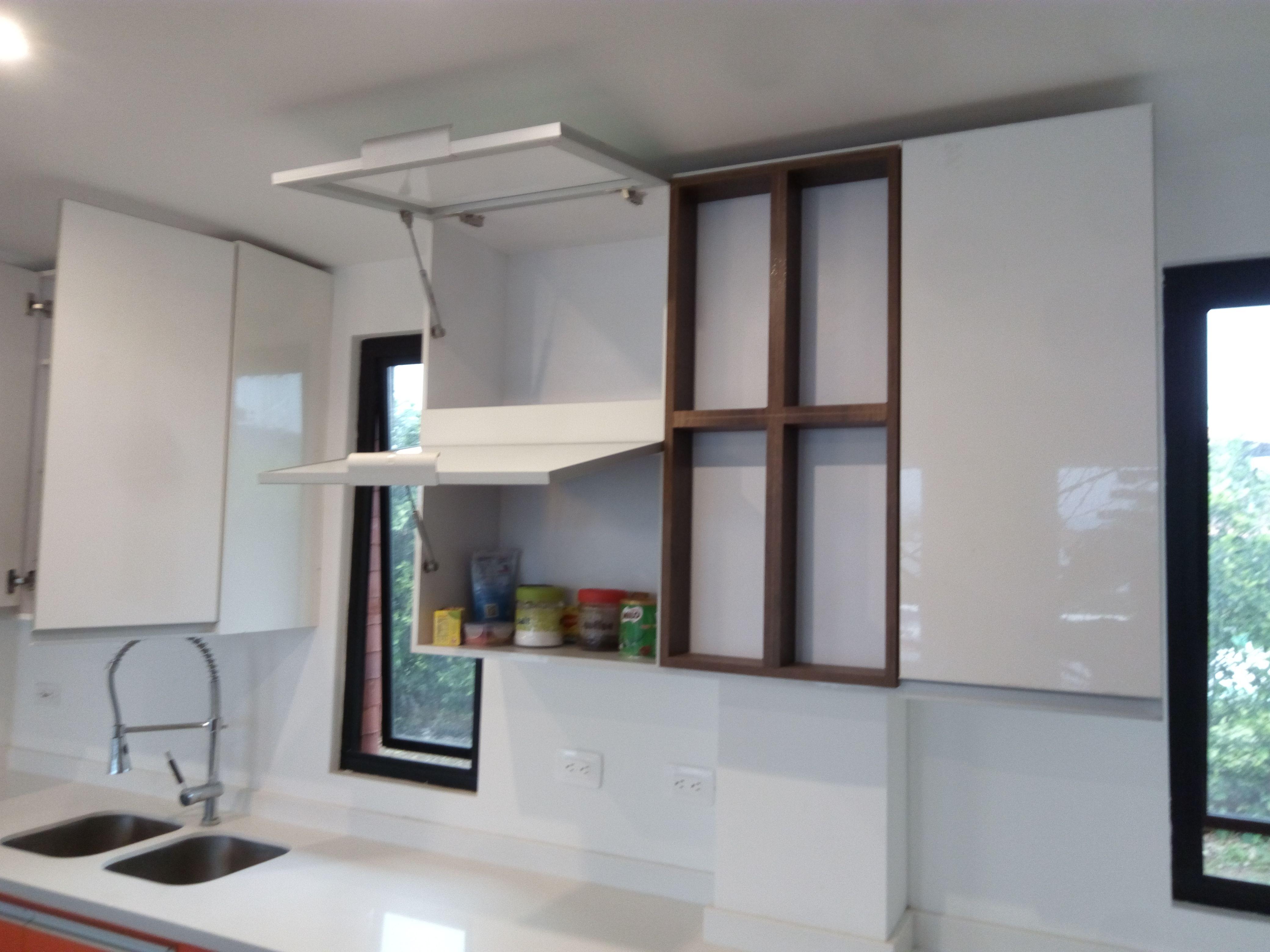 Puertas abatibles en aluminio y vidrio laminado blanco - Cristales para puertas de cocina ...