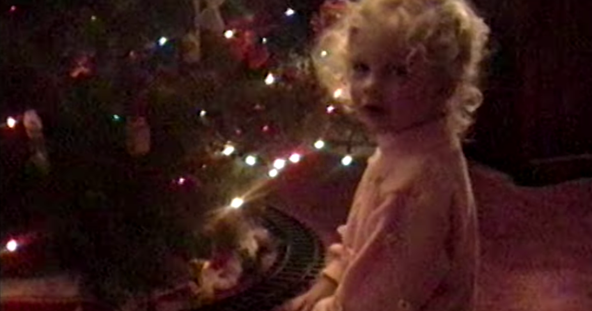 Taylor Swift S Christmas Tree Farm Video Is A Trip Through Her Childhood Home Movies Taylor Swift Christmas Taylor Swift Childhood Taylor Swift