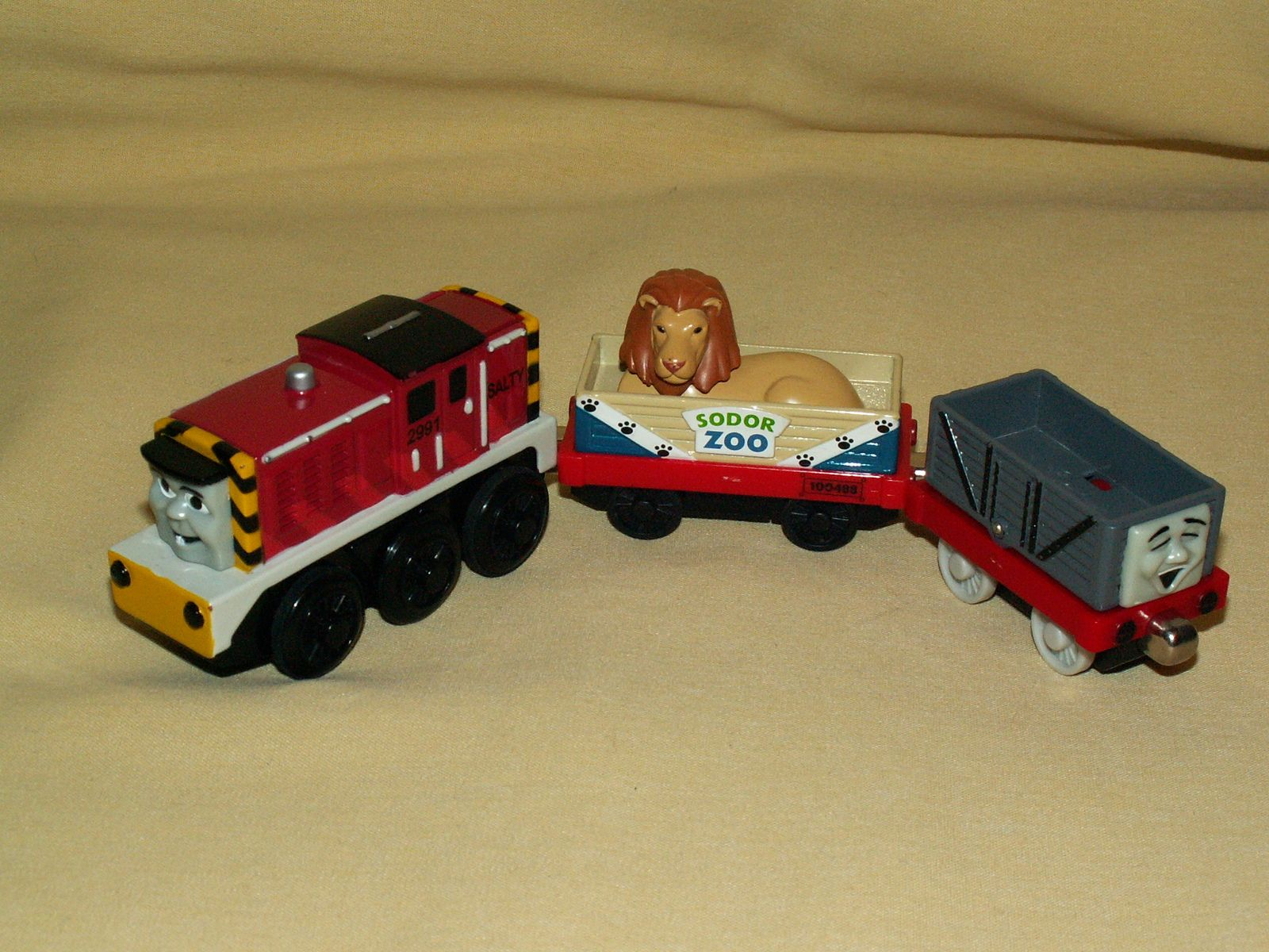 THOMAS TANK SALTY MOTORIZED SODOR ZOO LION CAR TROUBLESOME TRUCK TIPPING SET