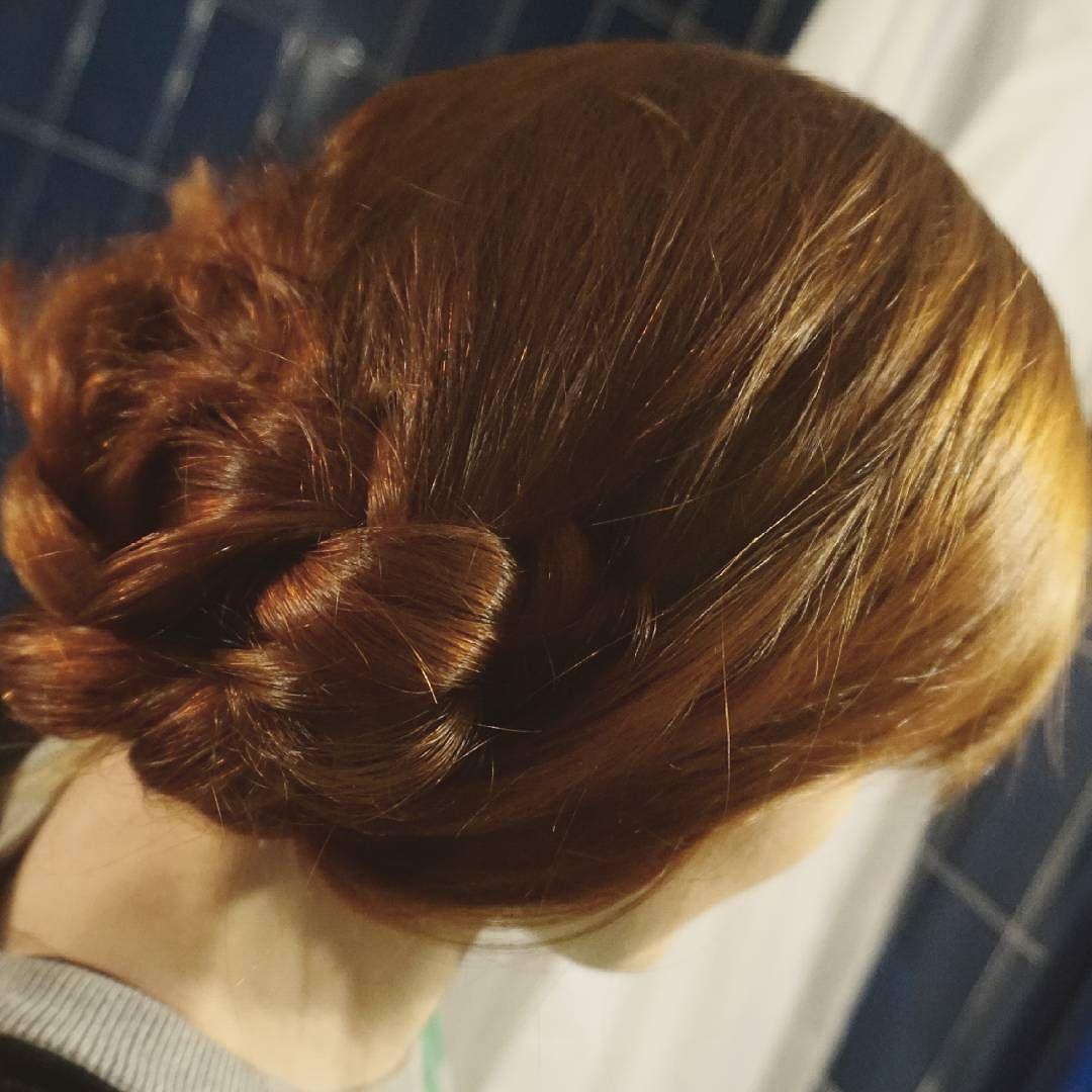 Jeszcze nie umiem tego tak zaczepić żeby dłużej się trzymało ale kiedyś do tego dojdę  na święta wiązałam włosy w zwykłe warkocze a może Wy mieliście na głowie coś bardziej pomysłowego? #wwwlosypl #napieknewlosy #włosy #wlosy #wlosomaniaczki #wlosomania #wlosomaniaczka #włosomaniaczka #hairpassion #longhair #redhairs #redhair #redhead #hair #instahair #hairofinstagram #hairoftheday #blog #braid #warkocz #hairstyle #hairstyles #rude #henna #haircare