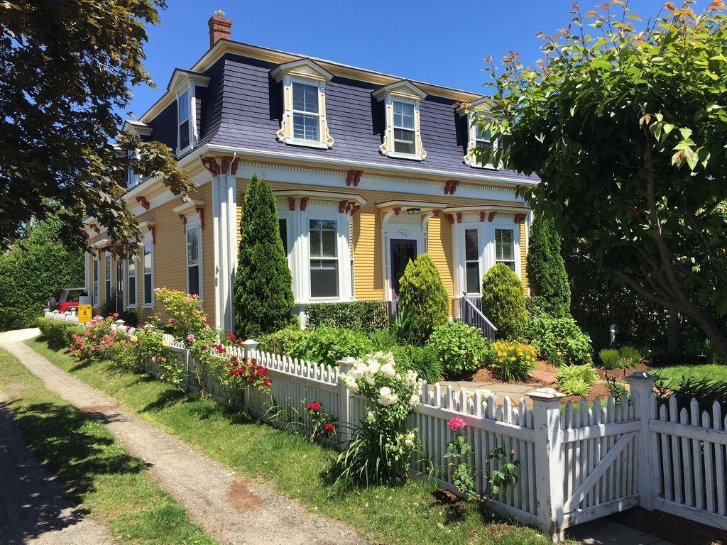 ave ma in c nelson estate cottages provincetown properties paul robert real