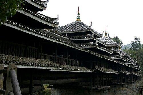 El Yongji puente está sobre el río en Linxi Ma'an Village, Linxi la Ciudad de las minorías étnicas Dong Prefectura Autónoma de Sanjiang, la Región Autónoma de Guangxi Zhuang.