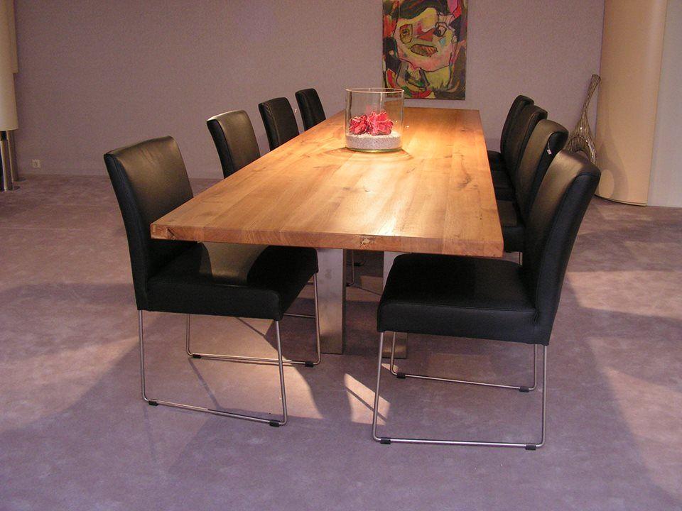 tafel in massief eiken zonder kopse naden 350 nx 92,5 cm.  op maat in vrijwel iedere houtsoort te leveren.  www.kulowany.nl