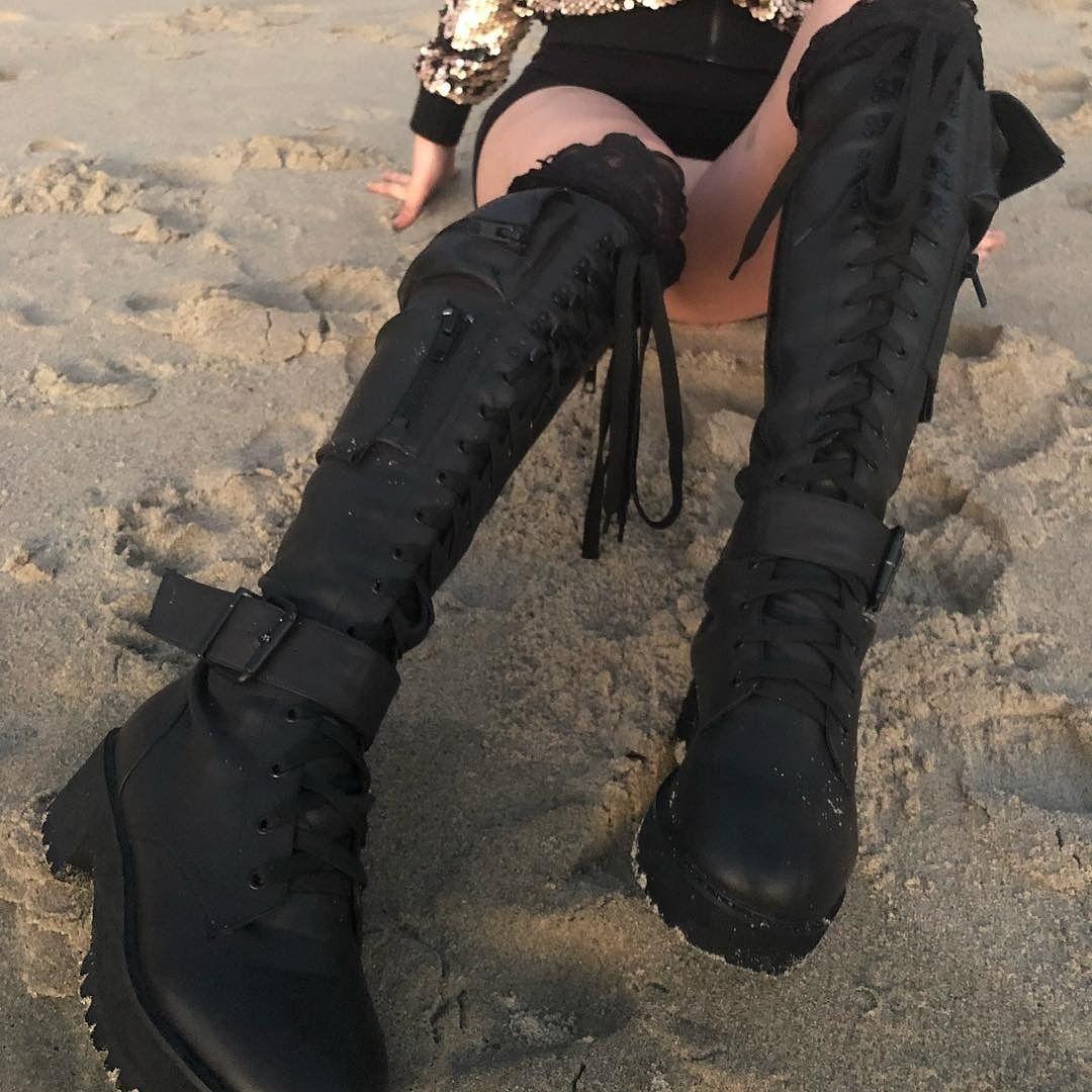 ...   they said the PERFECT boot didn t exist 😳🖤👉DollsKill.com OBSIDIAN  📷  christina.btw 8f47567c06d