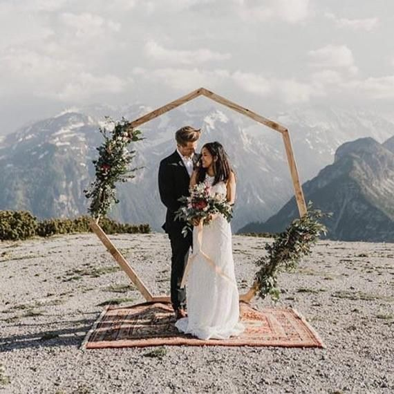 Geometric Wedding Arch // Heptagon Wedding Backdrop / Arches, Decor, Floral, Boho, Gold, Arbor, Wooden – Built to frame your special Mome