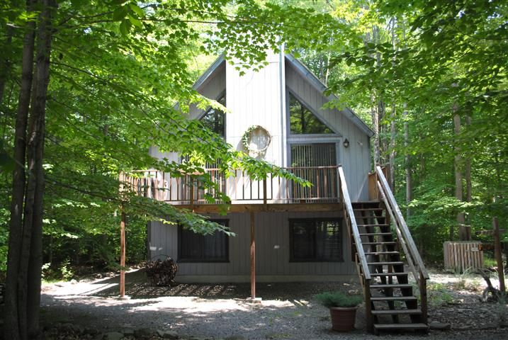 $155,000 Arrowhead Lake MLS #12-6107 / 238 Wyomissing Drive Pocono Lake, PA 18347