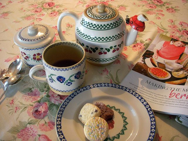 Tea and a magazine, ahhhh, total bliss.
