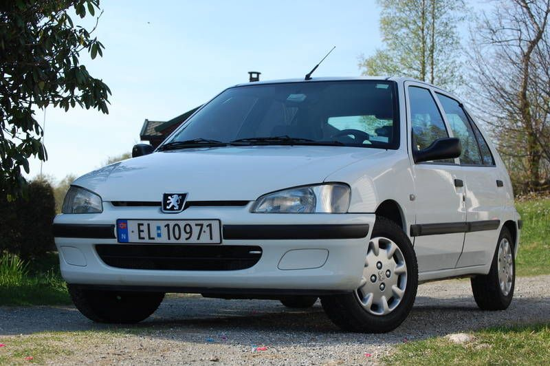 Peugeot 106 electrique. Had one similar to this once too. Comfy and ...