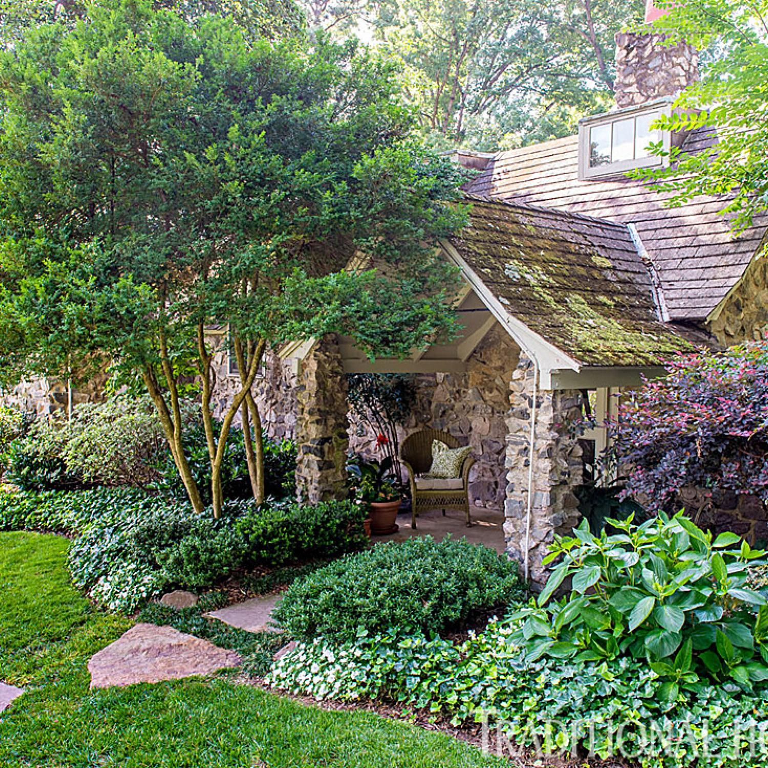 Small Garden Secrets: Richmond Garden Filled With Charm