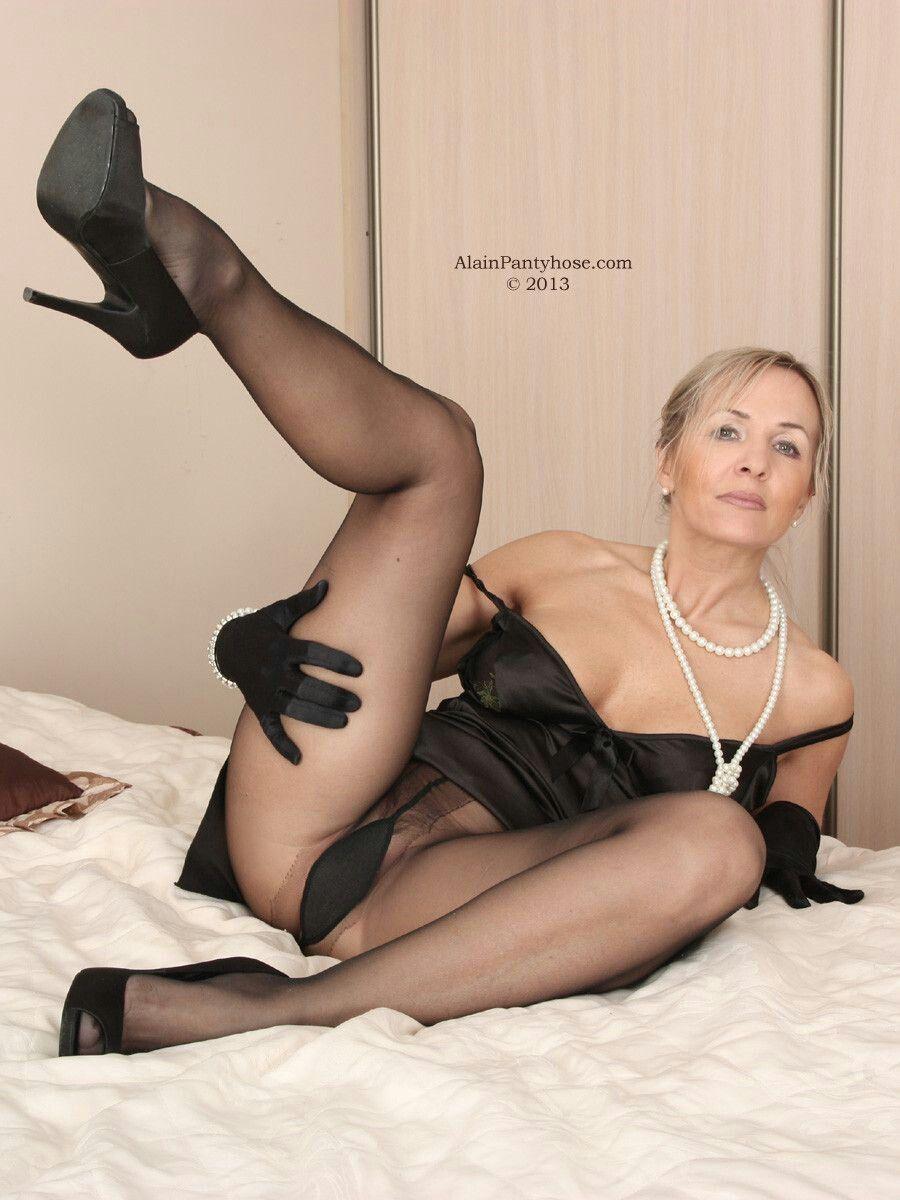 Pin By Vanessa Lombardi On Pantyhose Thights Sexy Older Women