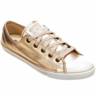 14431c7cd O Tênis Converse All Star CT AS Dainty Leather OX Dourado leva a  durabilidade e todo o estilo incontestável do couro para o seus pés.