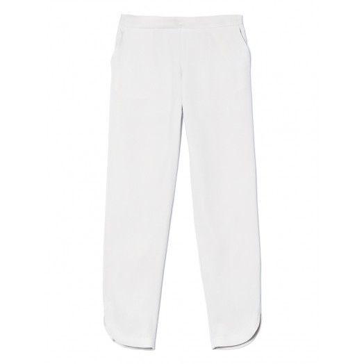 Pantaloni regular fit in lyocell micro armaturato. Dettaglio di spacchetto stondato laterale sul fondo e cintura elastica in vita. Ideali abbinati a giacca e camicia per un look formale curato nel dettaglio.