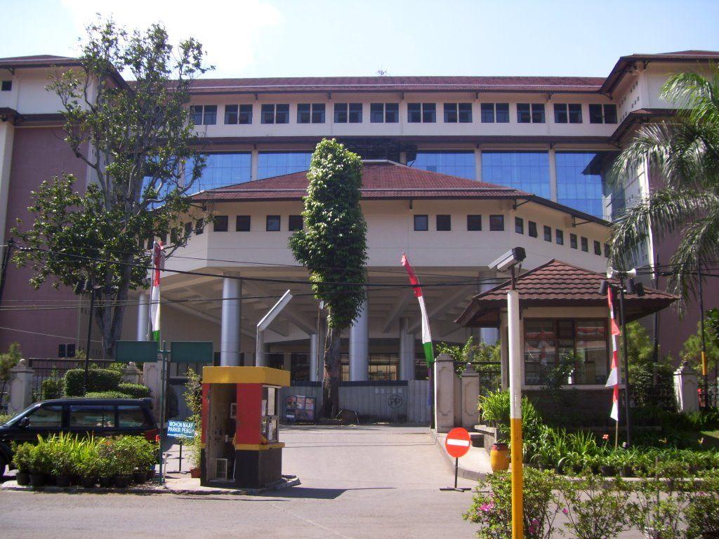 10 Universitas Terbaik di Indonesia 2014 (Dengan gambar