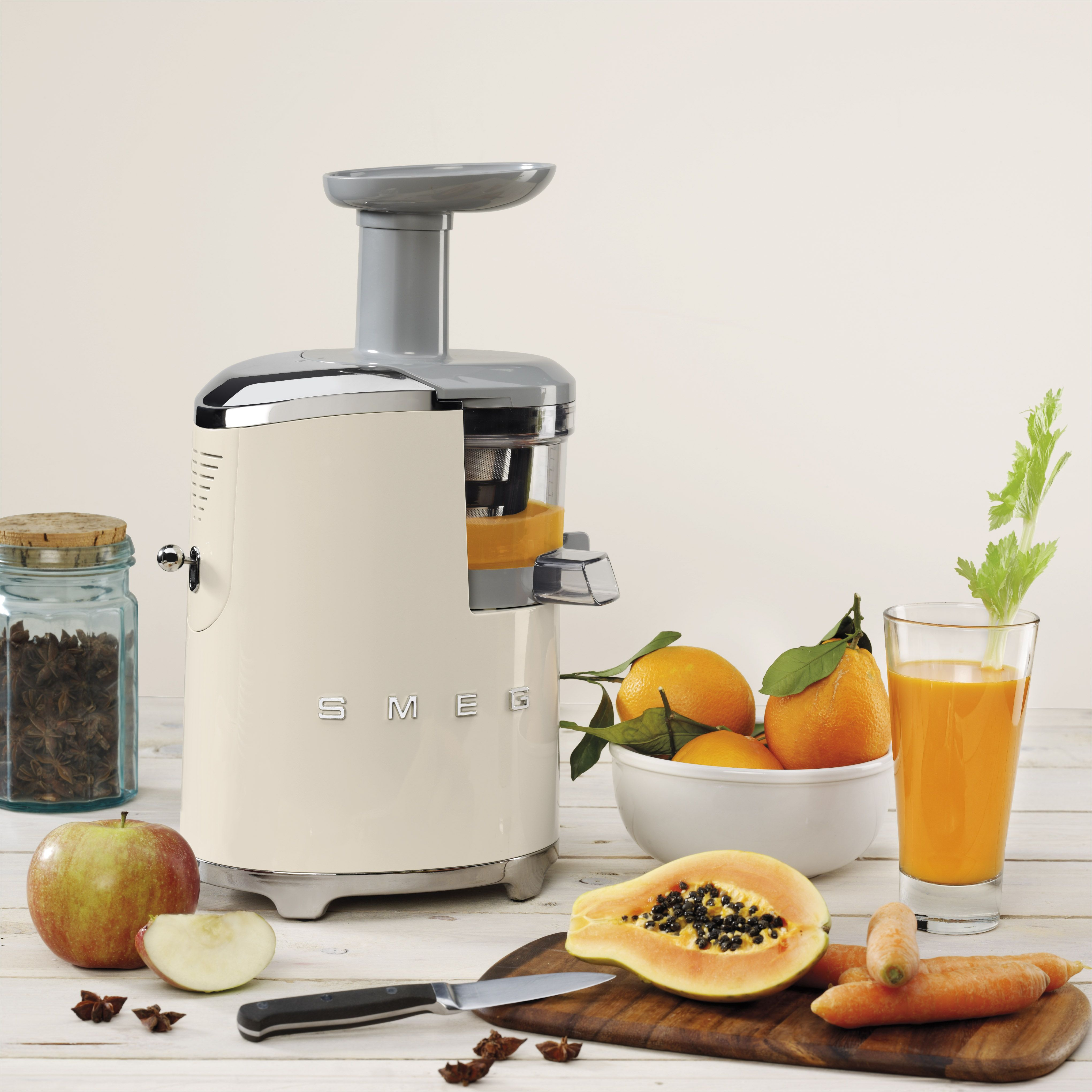 Retro Kitchen Small Appliances Save All The Vitamins With Our Slow Juicer Smeg Small Appliances