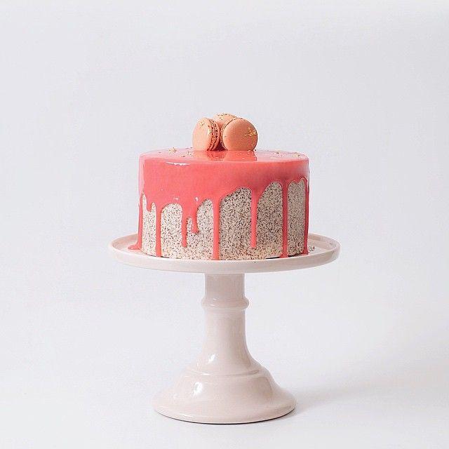 let the party begin яркий торт ,покрытый глазурью и макарони с сусальным золотом 23 карата✨ Для заказа обращайтесь по номеру +7 495 967 99 41 #bake #торт #vsco #vscocam #cake #muffin #moscow #hand #food #followme #tasty #капкейк #маффин #сладости #тортиканнушка #tortikannushka #party #sweet #f4f #cupcake #candy #berries #surf #surfing #торт #детскийторт #кондитерскаяшкола #обучение #кулинарнаяшкола #vscomoscow #vscofood