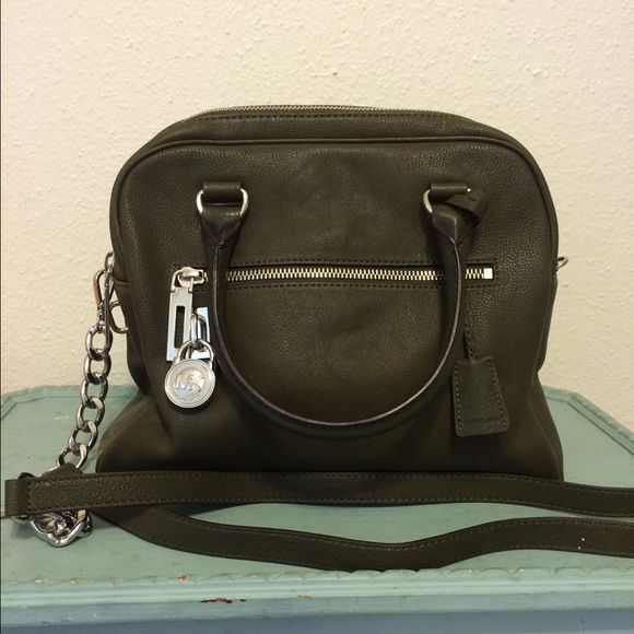 fb527c355b7b Michael Kors Purse Olive Green MK bag. Carried for a week. Yes