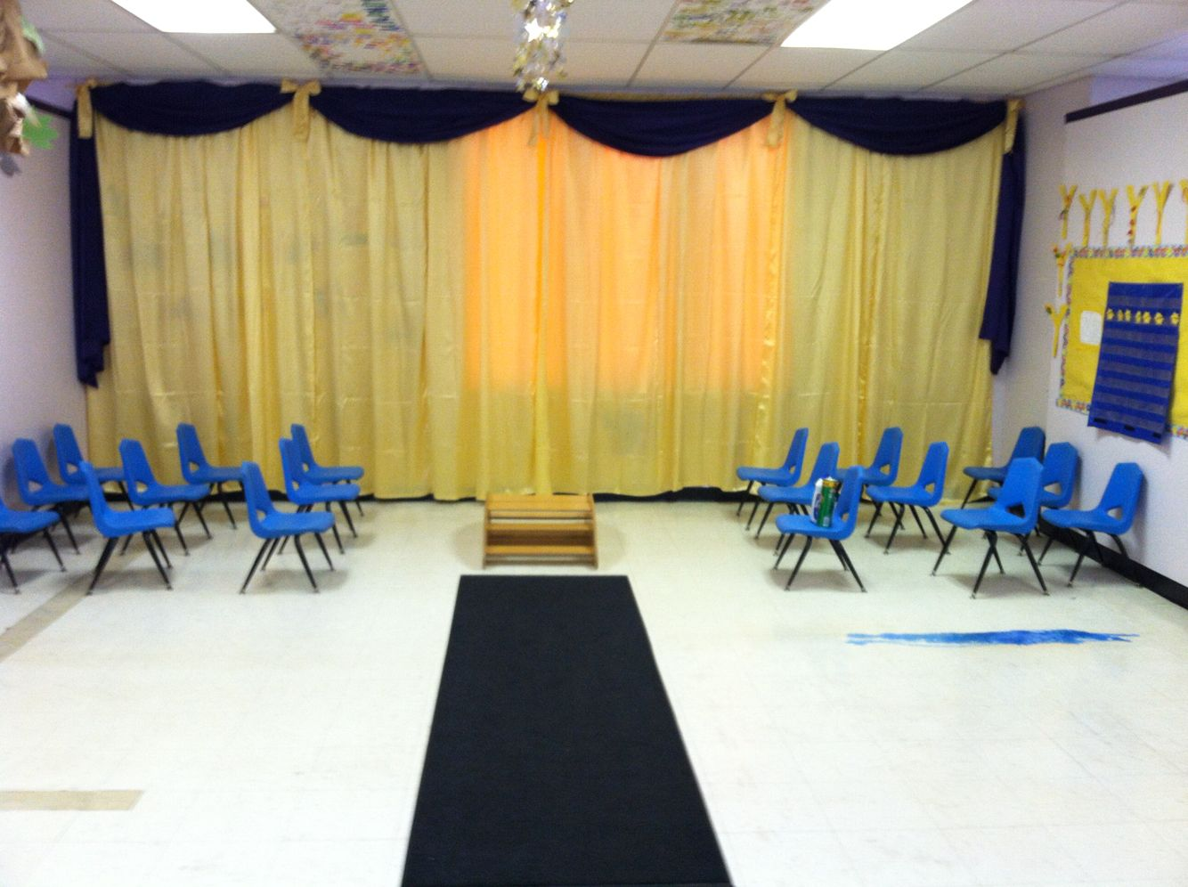 Backdrop for preschool graduation at macomb learning - Kindergarten graduation decorations ...