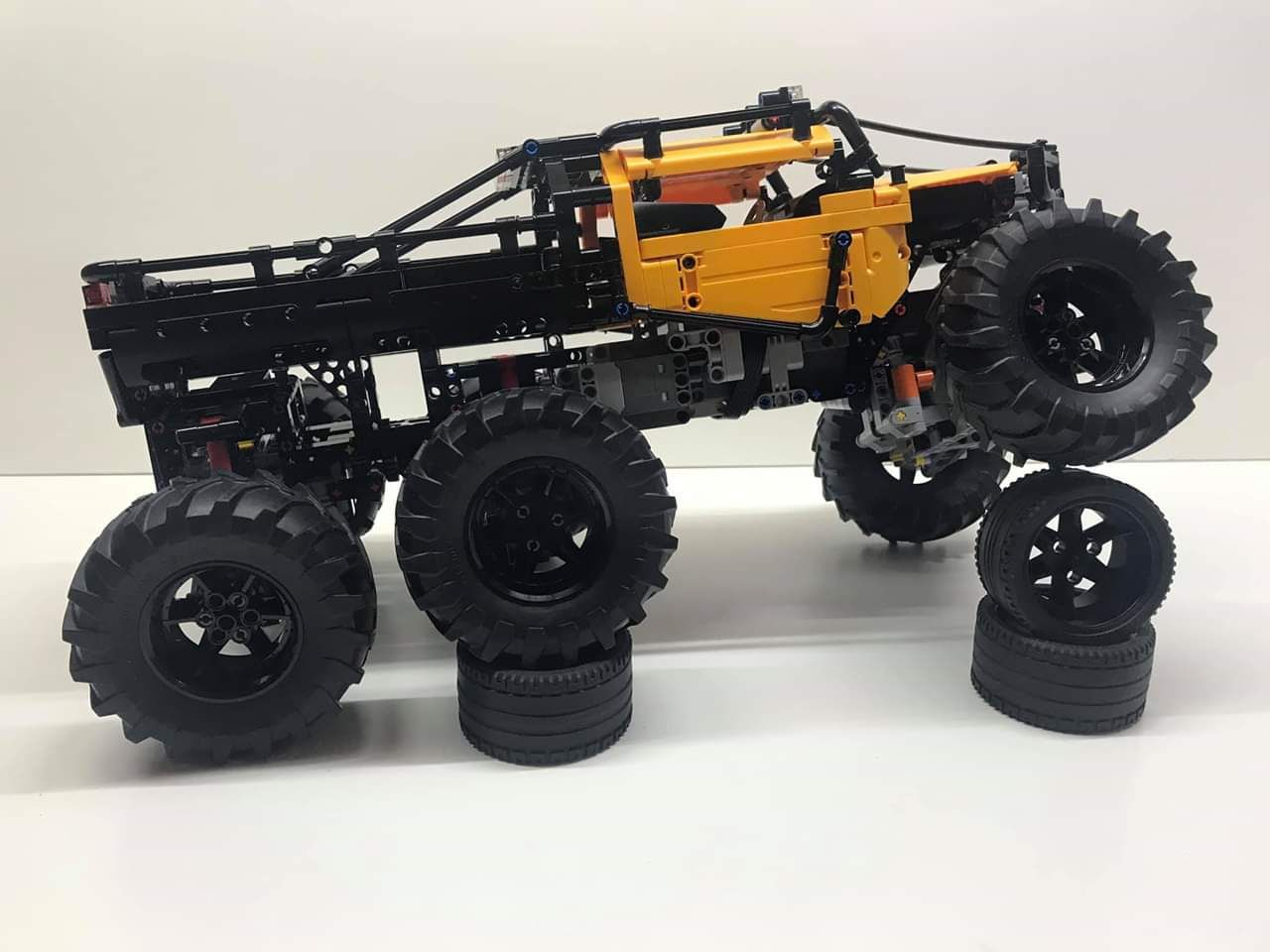 Lego Technic 42099 4x4 X Treme Off Roader Has Lights And Gamepad Control With Brickcontroller 2 Youtube