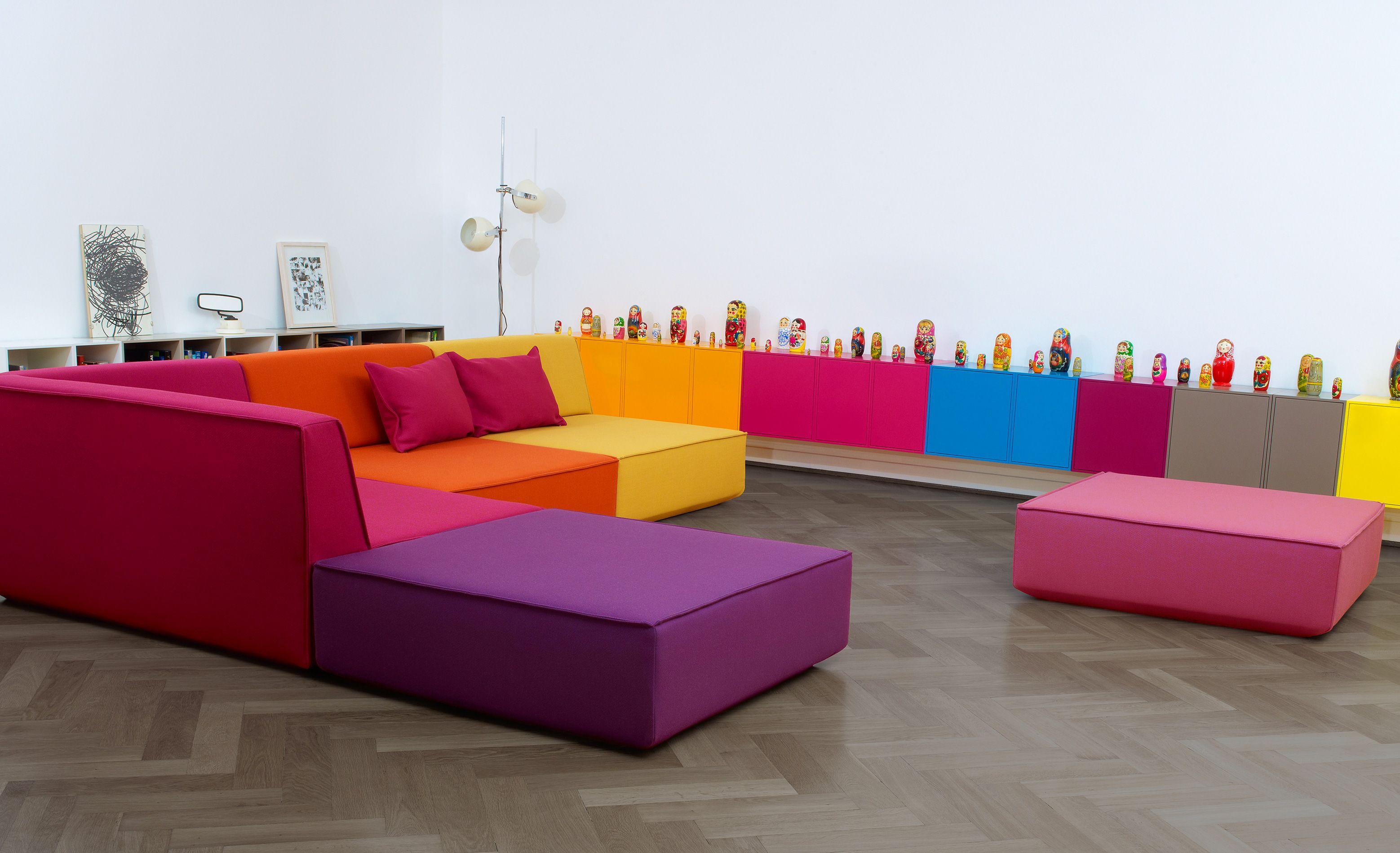 un canape d angle de plusieurs couleurs