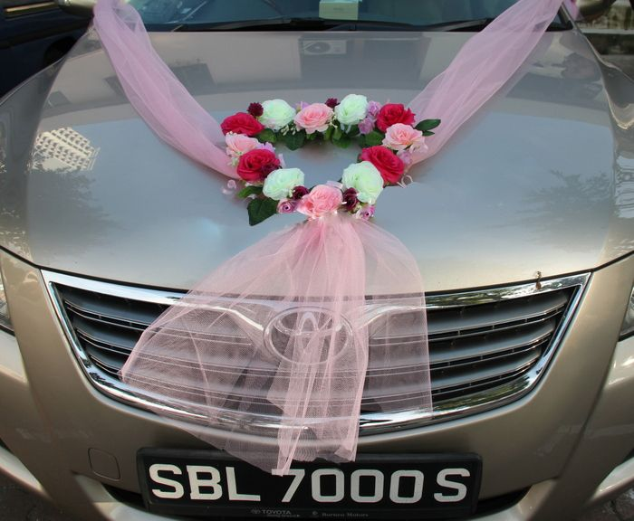 Wedding Car With A Sweetheart Garland Wedding Cars Wedding Car