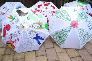 Paraplu's gepimpt door de kinderen tijdens de workshop bij de Knutselkantine.nl: frisse creatieve workshops