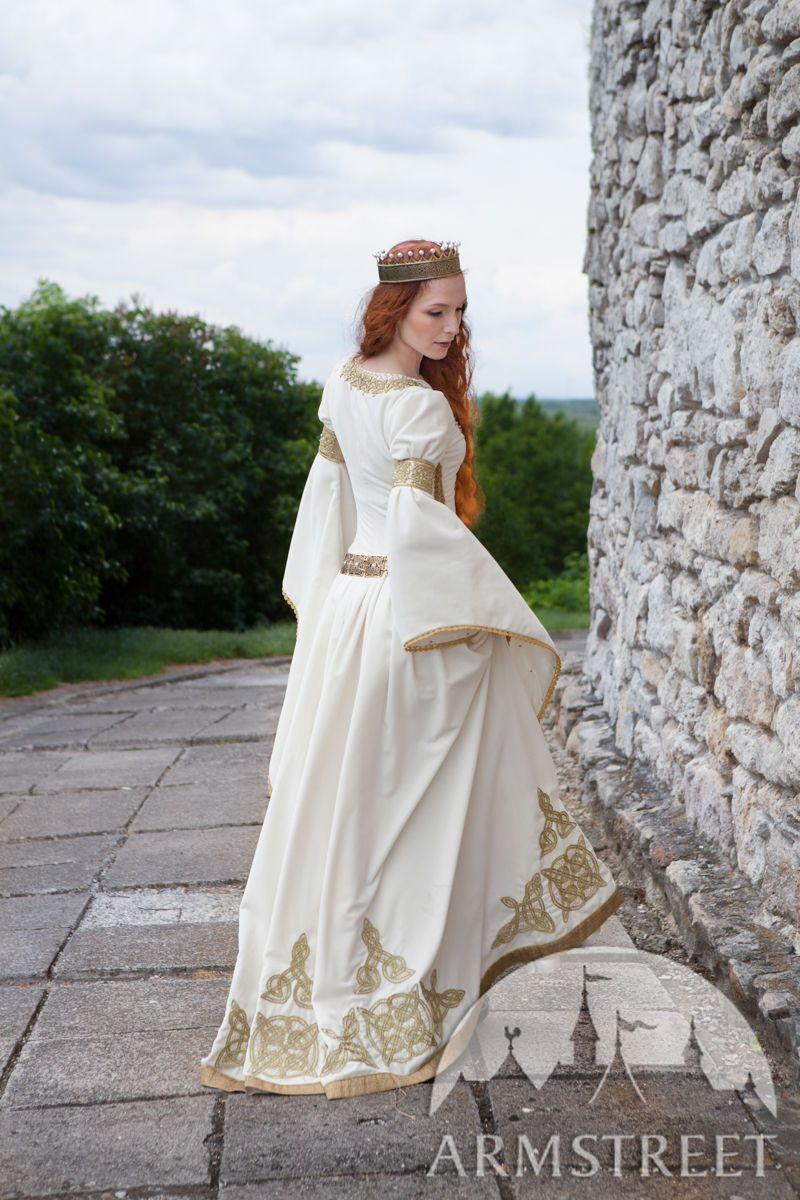 White Velvet Wedding Dress The Accolade Vestidos De Novia Vestidos De Fantasia Vestidos Renacentistas [ 1200 x 800 Pixel ]