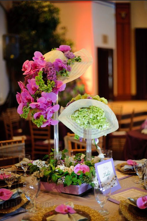 Hats filled with flowers for centerpieces - great for easter, ladies day events, bridal showers