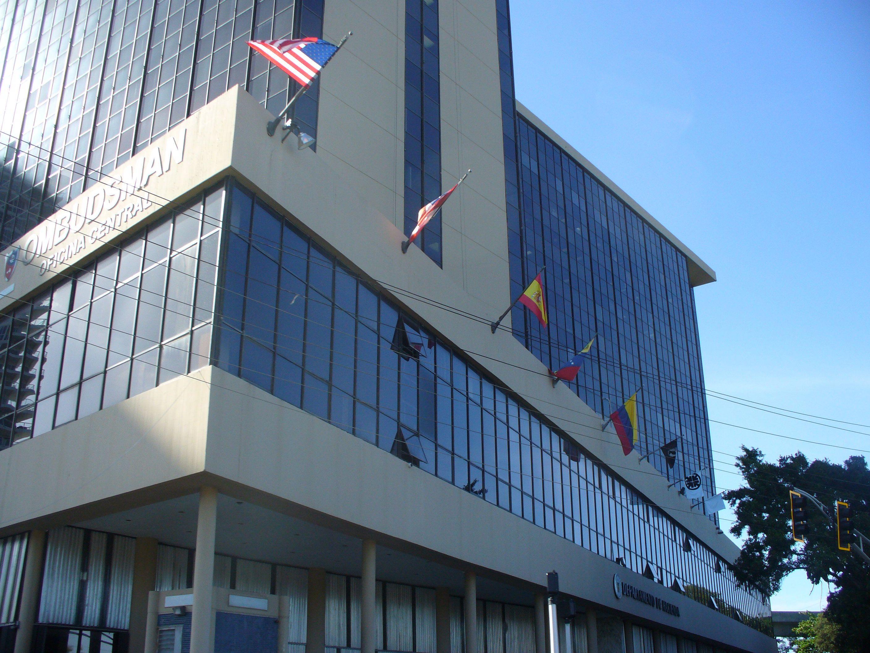 Ave ponce de leon edificio mercantil plaza donde hay banderas internaciones en este edificio - Oficina hacienda madrid ...