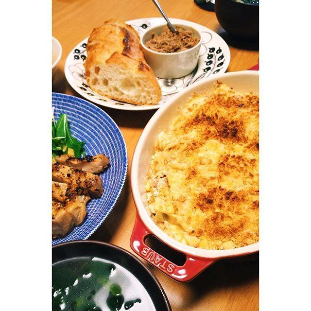 riemekkoおゆはんでけた。 マカロニチーズ、鶏ももグリル、焼き鳥のレバーとクリームチーズ混ぜたパテ、ほうれん草としめじのスープ。 ・ アメリカンなマカロニチーズ作ってみたらかなり濃厚でカロリーやばそう。 ・ #おうちごはん #マカロニチーズ #macncheese #VSCOcam #instasize