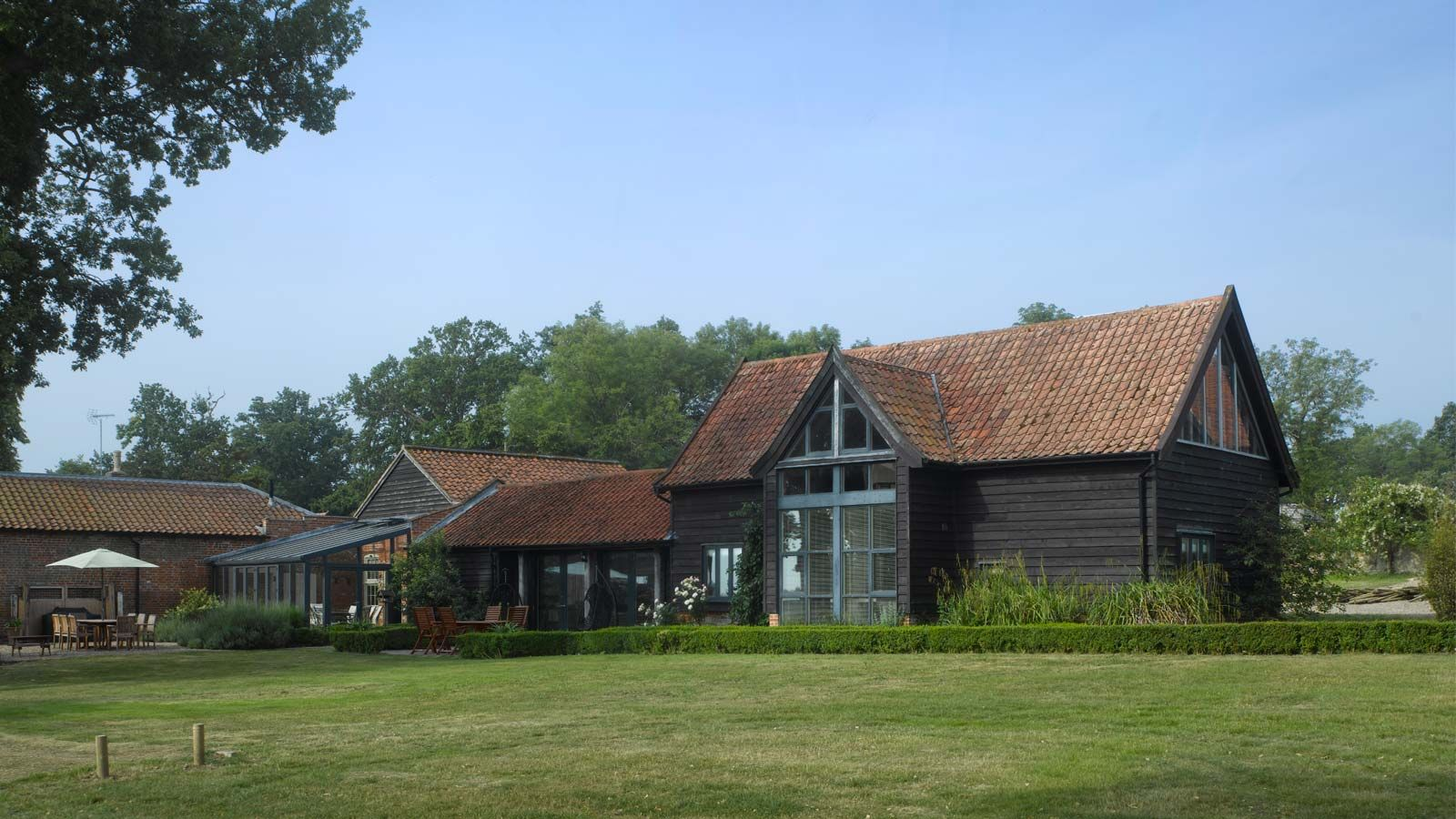 This thcentury suffolk barn is luxurious stylish and perfect for